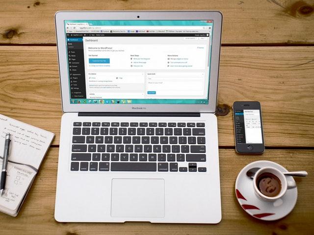 bloggaaminen vaatii aikaa ja vaivannäköä